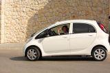 Królowa Zofia pierwszym kierowcą elektrycznego auta Peugeot