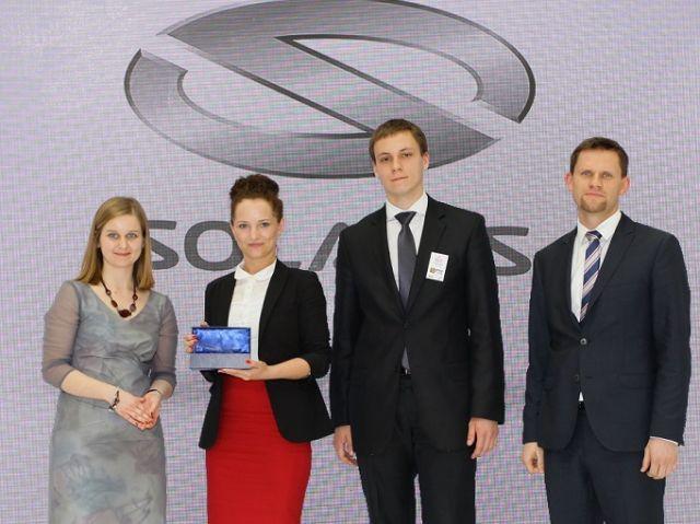 Na zdjęciu od lewej: Paulina Teperek (PwC), Justyna Jaroszewska (Solaris), Wojciech Bielecki zdobywca stażu w firmie Solaris i Mateusz Figaszewski (Solaris)