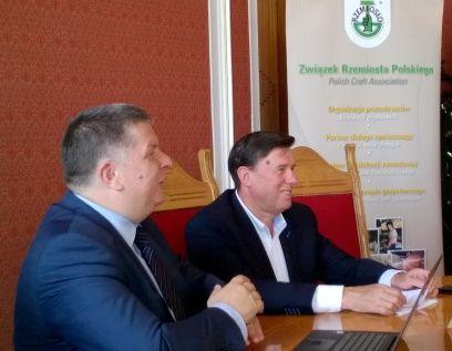 Od lewej: Marek Konieczny, prezes Związku Dealerów Samochodów i Andrzej Duch, Związek Rzemiosła Polskiego.