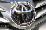 Starsza Toyota Corolla do serwisu