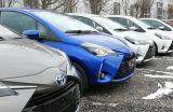 Toyoty jadą na lotnisko